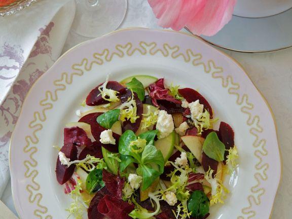 Salat mit Rote Bete, Apfel und Käse