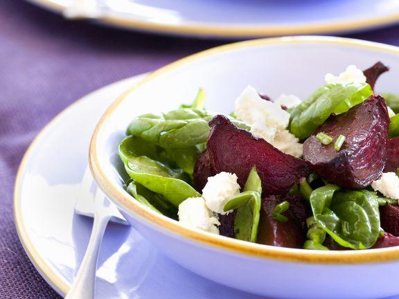 Salat mit Roter Bete, Spinat und Feta