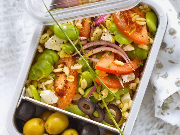 Salat mit Saubohnen, Tomaten und Weichweizen