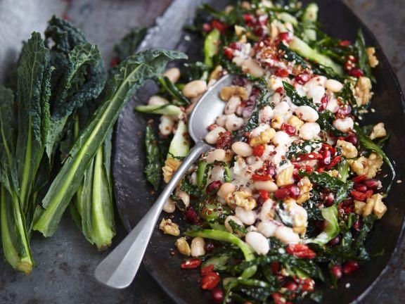 Salat mit Schwarzkohl und weißen Bohnen