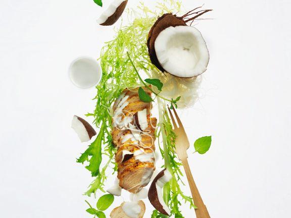 Salat mit Schweinerücken und Kokosdressing