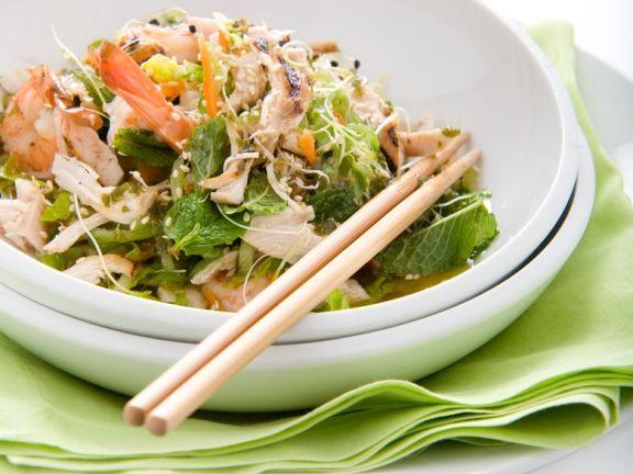 Salat mit Shrimps und Hühnchen