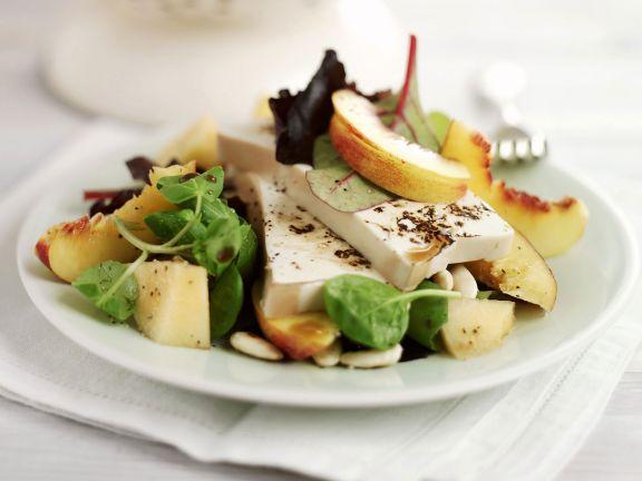 Salat mit Tofu und Pfirsichen