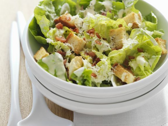 Salat nach Cäsar-Art mit Croutons