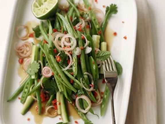 Salat von grünen Bohnen im Asia-Stil
