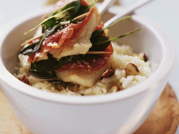Saltimbocca-Rotbarsch und Risotto mit Haselnüssen