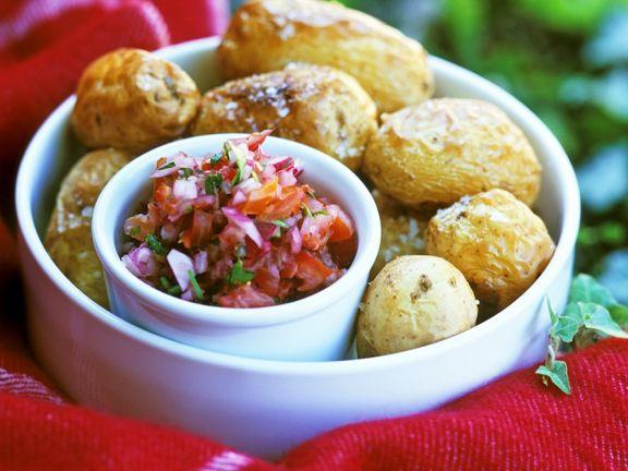 Salzkartoffeln mit Salsa