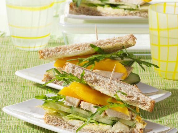 Sandwich mit Hähnchen und Mango