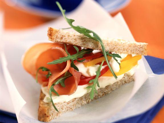 Sandwich mit Lachsschinken