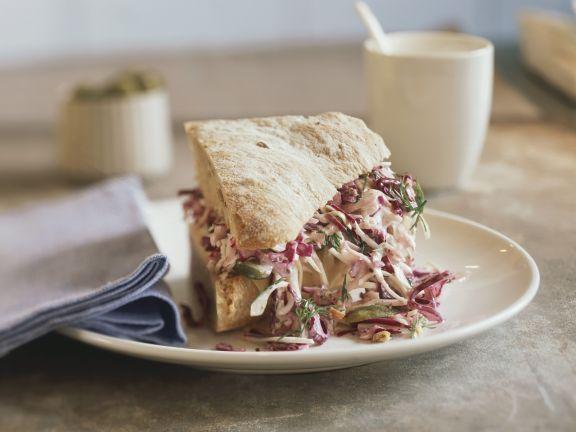 Sandwich mit Rotkrautsalat
