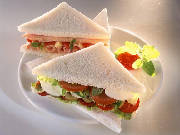 Sandwich mit Schinken, Tomate, Mozzarella