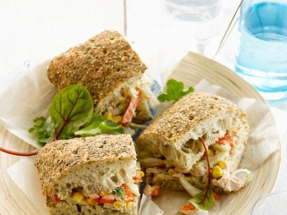 Sandwich mit Thunfisch und Mais
