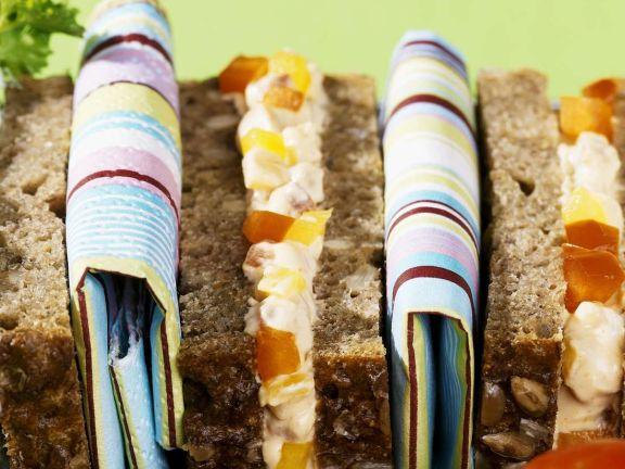 Sandwiches mit Frischkäse und Paprika
