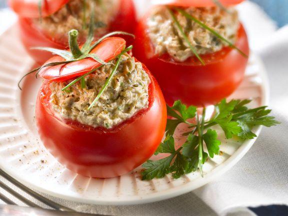 Sardinensalat in der Tomate