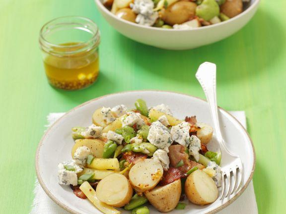 Saubohnen-Kartoffelsalat mit Schinken und Blauschimmelkäse