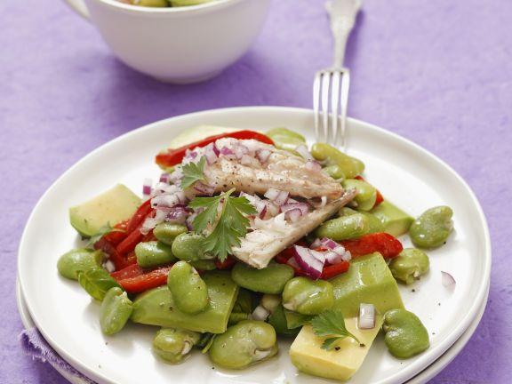 Saubohnensalat mit Paprika, Avocado und Räucher-Makrele
