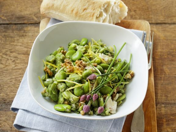 Saubohnensalat mit Walnusskernen