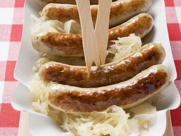Sauerkraut mit Bratwürsten