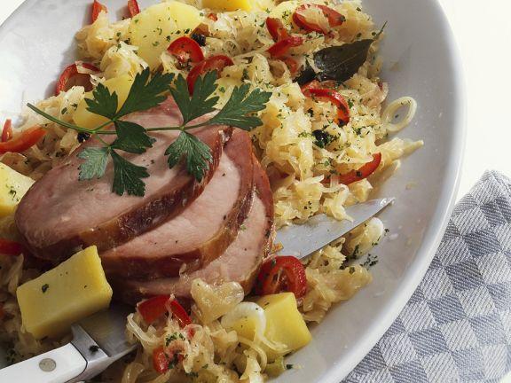 Sauerkraut mit Kassler und Kartoffeln