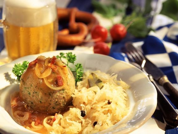 Sauerkraut mit Leberknödel