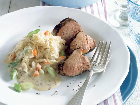 Sauerkraut mit Senfcreme und Schweinefilet