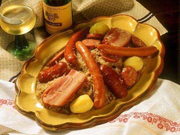 Sauerkraut mit Wurst und Fleisch