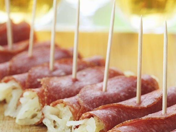 Sauerkraut-Salami-Röllchen
