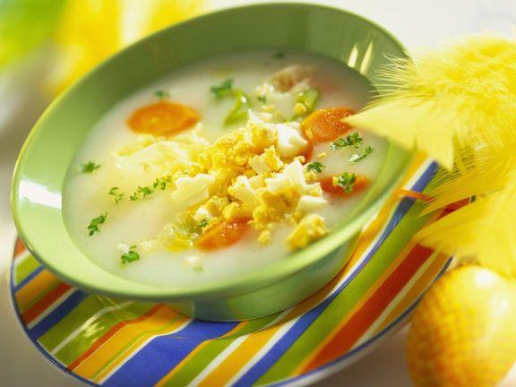 Sauermehlsuppe mit Karotten und Ei (Zurek)