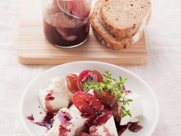 Schafskäse mit Weintrauben
