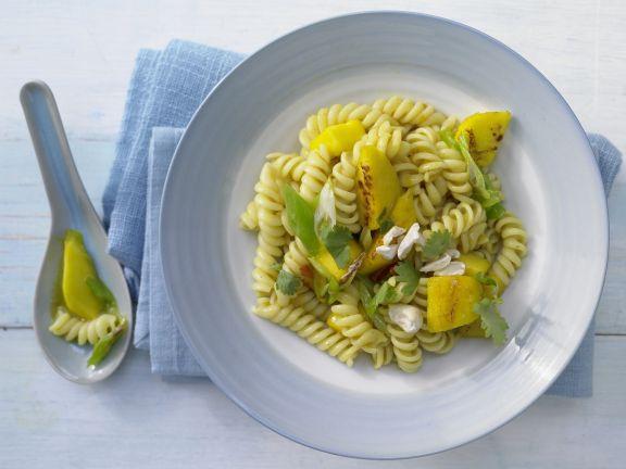 Scharfe Curry-Mango-Nudeln