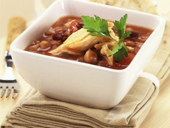 Scharfe Hühnchensuppe mit Hülsenfrüchten
