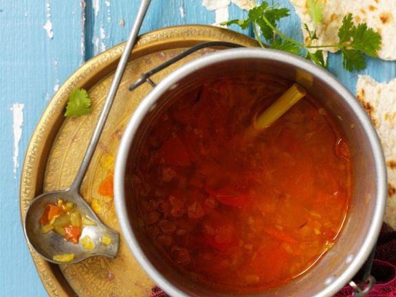 Scharfe indische Tomatensuppe