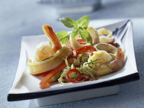 Scharfe Meeresfrüchte mit Paprika aus dem Wok