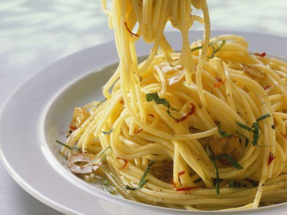 Scharfe Pasta (aglio, olio e peperoncino)