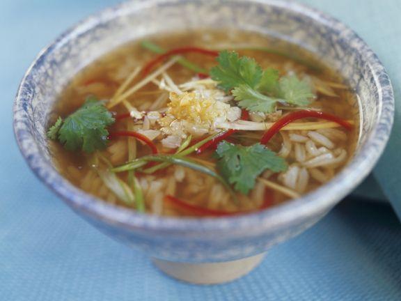 Scharfe Reissuppe aus Thailand