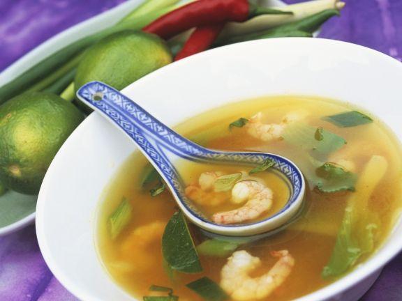 Scharfe Shrimpssuppe mit Limetten