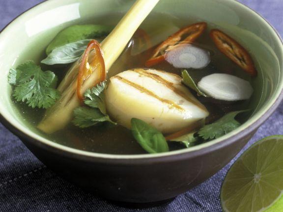 Scharfe Suppe mit Jakobsmuscheln und Zitronengras