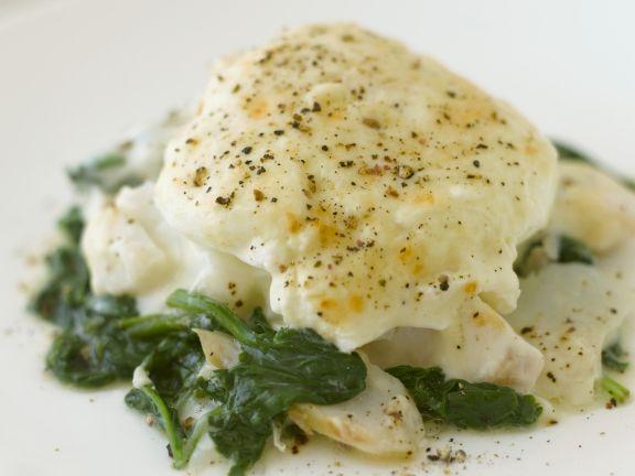 Schellfisch mit Spinat und pochiertem Ei