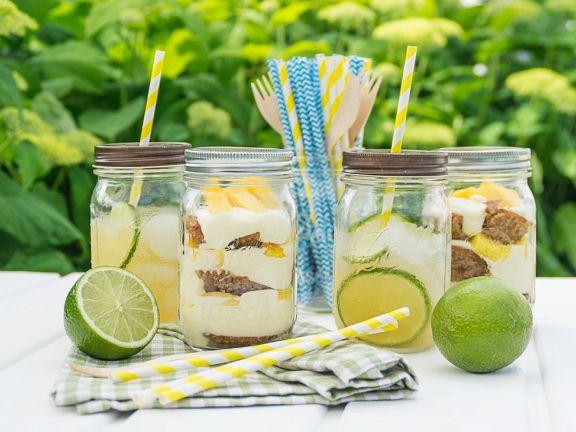 Schichtdessert mit Cocktail