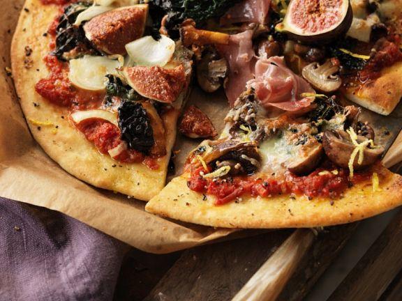 Schinken-Pizza mit Kohl und Feigen
