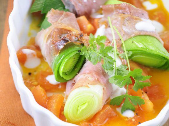 Schinken-Porree-Rouladen mit Tomatensoße