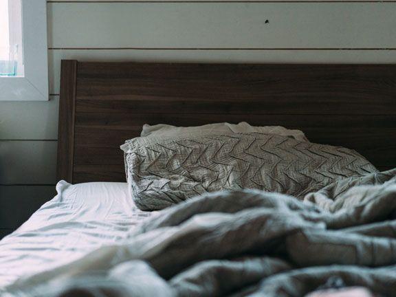 Besser schlafen: zerwühltes Bett