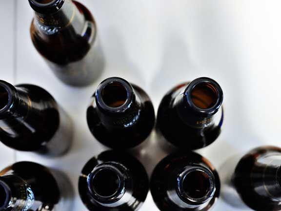 Schlchte Gewohnheiten_Leere Bierflaschen