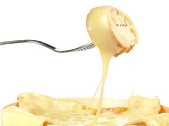 Schmelzsalze verhindern beim Erwärmen von Käse, dass sich Fett, Eiweiß und Wasser trennen. © ExQuisine - Fotolia.com