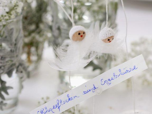 Schneeflocken aus Federn