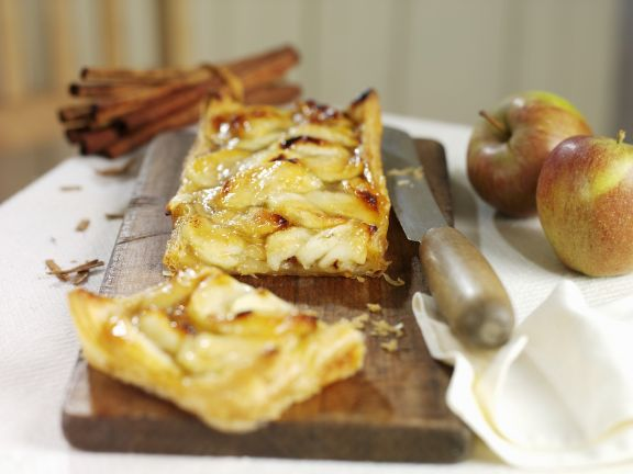 Schneller Apfelkuchen mit Blätterteig