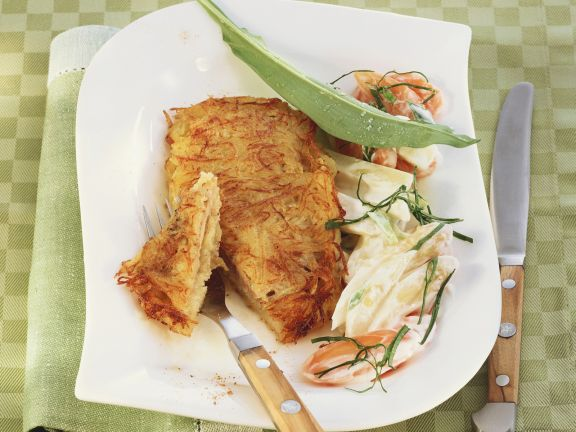 Schnitzel in Kartoffelmantel mit frühlingshaftem Gemüse