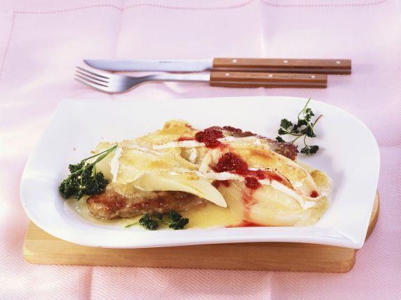 Schnitzel mit Birne und Weichkäse