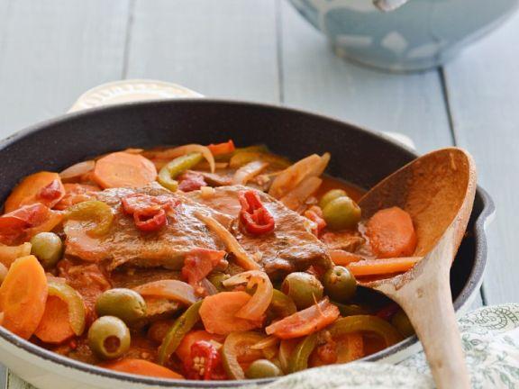 Schnitzel mit Oliven und Karotten