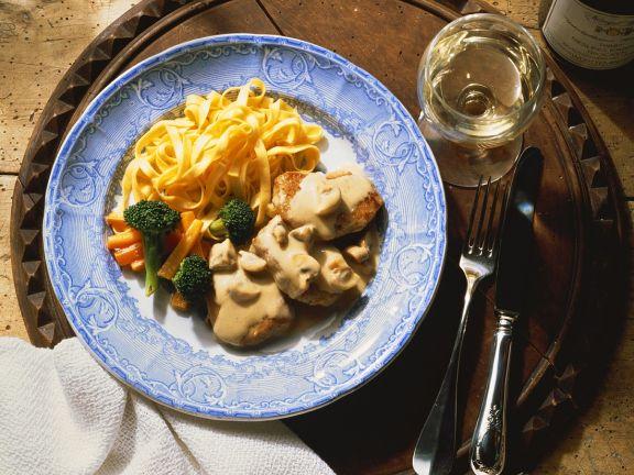 Schnitzel mit Pilzrahmsoße